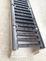 Slotted ductile iron grate/linear drainage trench cover - UHR150 Grating